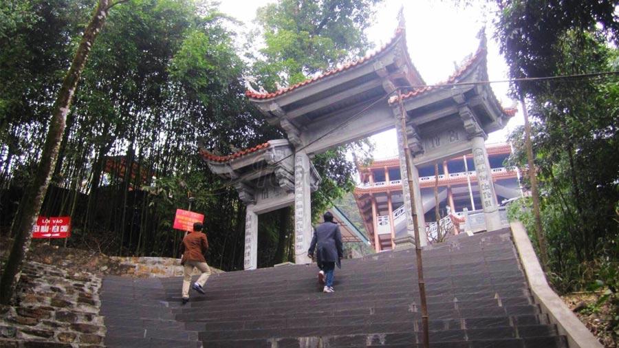 Duong Len Den Ba Chua Thuong Ngan